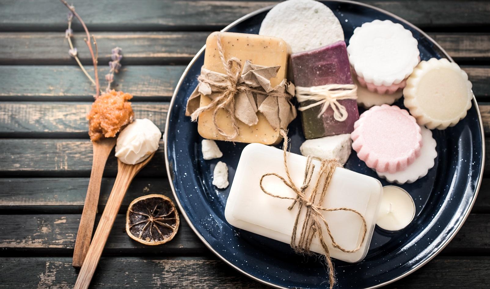 Właściwości mydła naturalnego – dlaczego warto go używać?